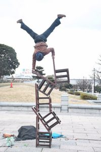 葛西臨海公園での大道芸!GEN(ジェン)の5丁椅子サーカス芸