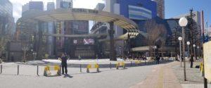 池袋西口公園野外劇場と東京芸術劇場