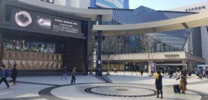 池袋西口公園野外劇場から見た東京芸術劇場