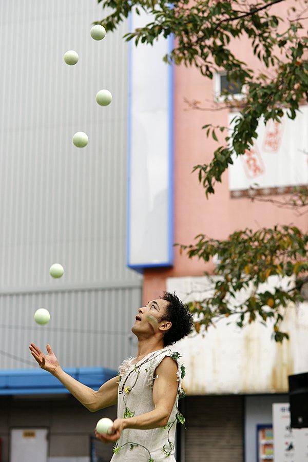 森田智博ボールジャグリング