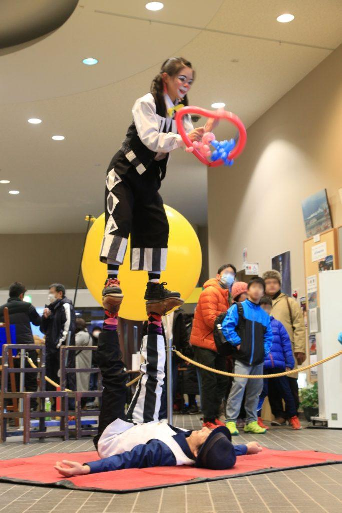 野辺山高原アイスキャンドルフェスティバル2020で行われた大道芸イベント