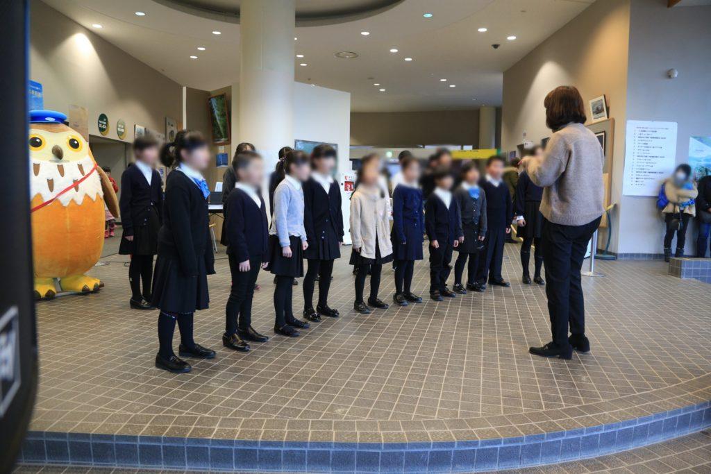 野辺山高原アイスキャンドルフェスティバルでの子供たちの合唱