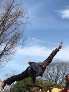 小金井公園でサーカスパフォーマンスを披露する大道芸人GEN(ジェン)