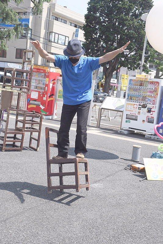 町田シバヒロでの大道芸!サーカス芸を使ったパフォーマンス
